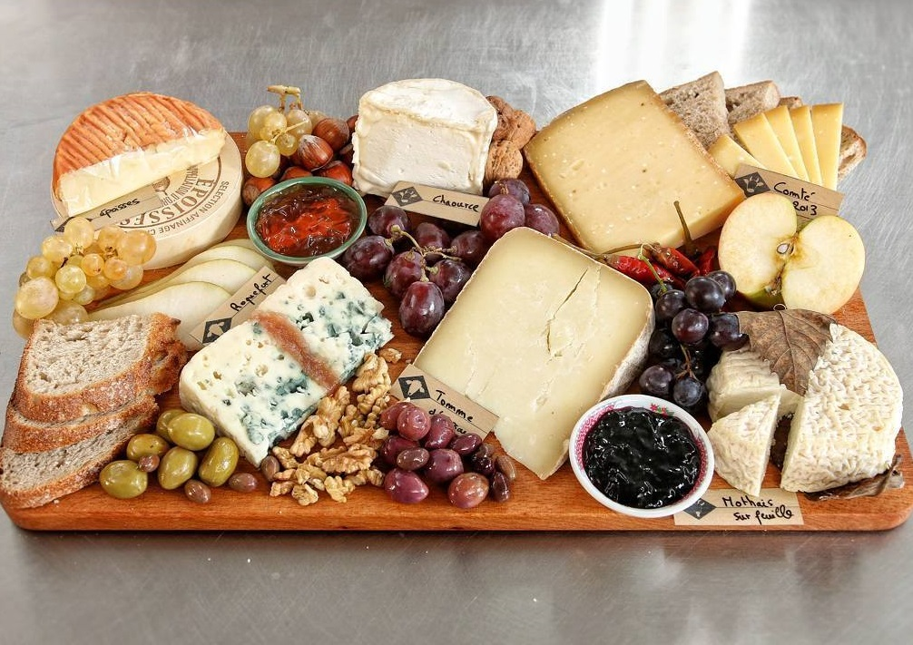 https://itsupplychain.com/wp-content/uploads/2019/04/French-cheese-board-900x636.jpg