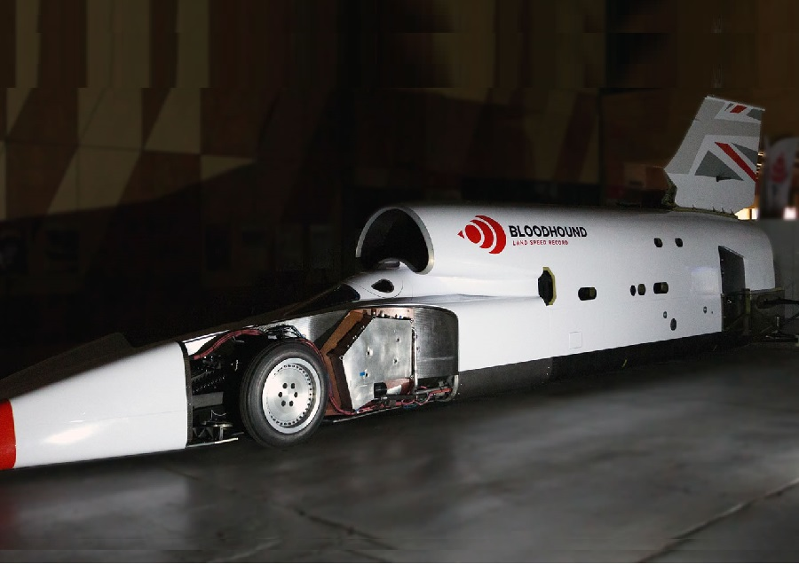 https://itsupplychain.com/wp-content/uploads/2019/05/Bloodhound's-Ian-Warhurst-to-speak-at-The-Engineer-Conference-about-world-land-speed-record-attempt-900-x-636.jpg