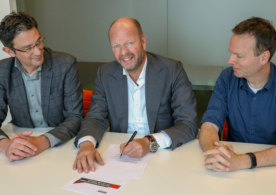 https://itsupplychain.com/wp-content/uploads/2019/05/PTV-Group-and-Arcadis-sign-cooperation-agreement-Vincent-Kobesen-CEO-of-PTV-Frank-Goossensen-Arcadis-Executive-Director-Business-Development-and-Bram-Mommers-Arcadis-CDO.-900-x-636.jpg