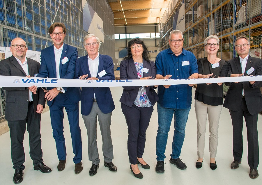 https://itsupplychain.com/wp-content/uploads/2019/07/Jungheinrich-VAHLE-opens-state-of-the-art-automated-miniload-warehouse-900-x-636.jpg