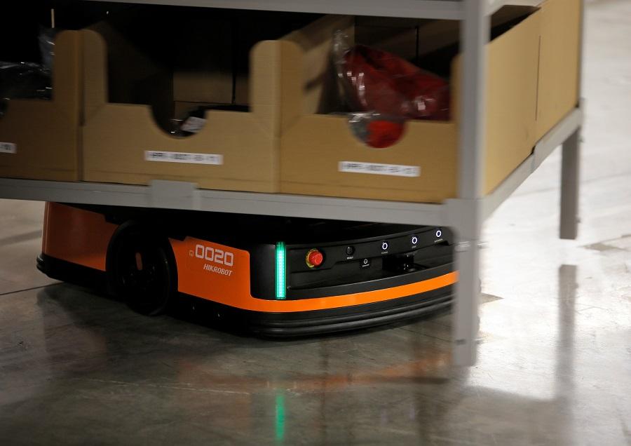 https://itsupplychain.com/wp-content/uploads/2020/04/Hikrobot-launches-UK-intralogistics-robot-revolution-900-x-636.jpg