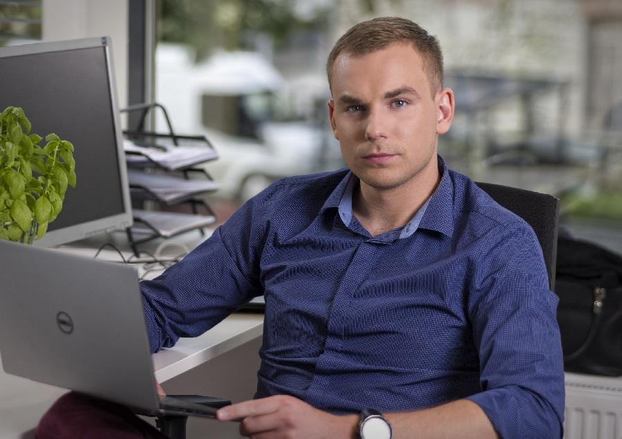 https://itsupplychain.com/wp-content/uploads/2020/04/Karl-Lauri-Managing-Team-Member-at-MRPeasy-900-x-636.jpg
