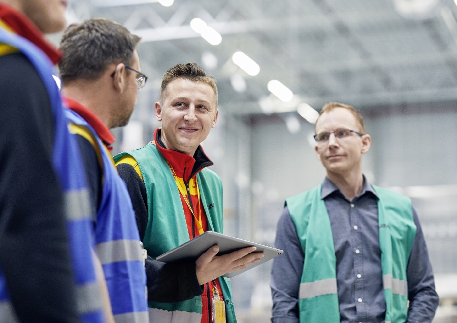 DHL Supply Chain launches software platform to accelerate implementation of warehouse robotics through standardization