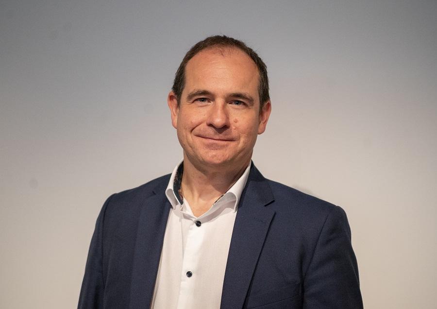 https://itsupplychain.com/wp-content/uploads/2020/07/Adam-Mayer-Senior-Manager-at-Qlik-900-x-636.jpg