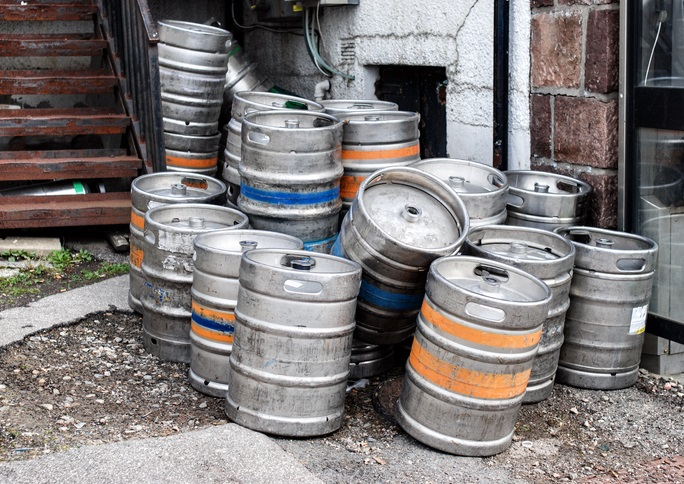Brewers battle barrel loss with Keg Hounds tag