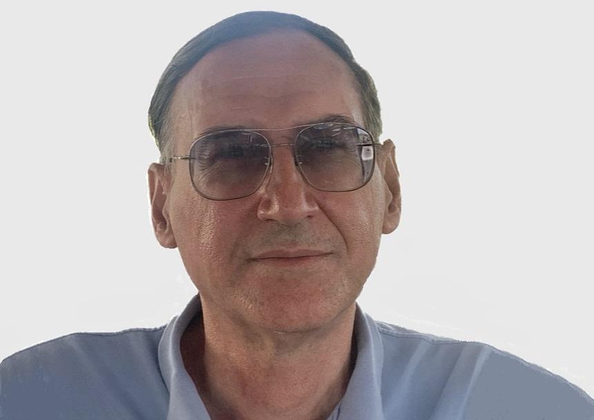 https://itsupplychain.com/wp-content/uploads/2020/08/Steve-Vatidis-Executive-Chairman-of-Smartway2-860-x-608-900-x-636-Grey-Background.jpg