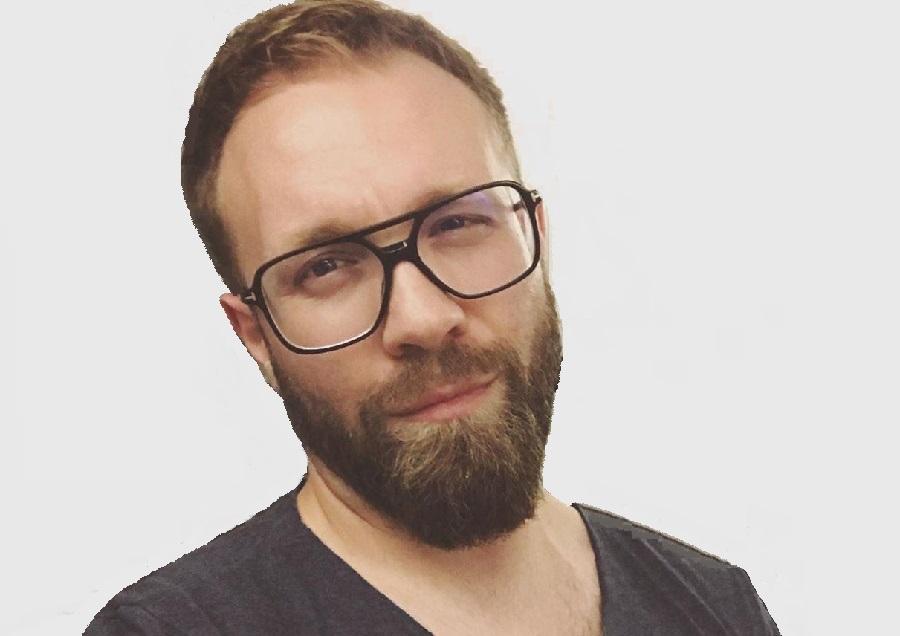 https://itsupplychain.com/wp-content/uploads/2020/09/Aaron-Swain-Professional-Writer-Blogger-Grery-Background-900-x-636-1-1.jpg